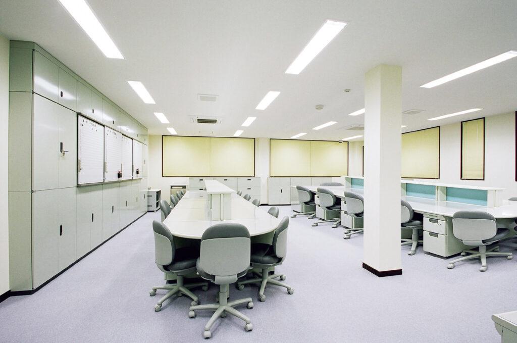 1500px-事務室