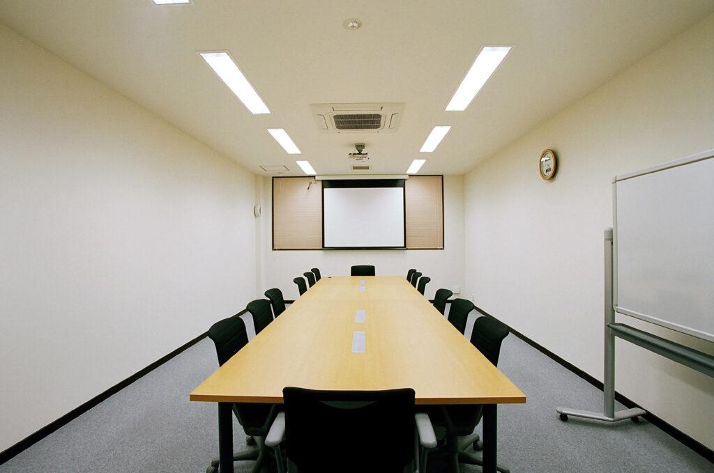 1500px-会議室